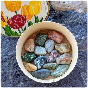 LOT lg tumbled gemstone healing crystals & vtg box